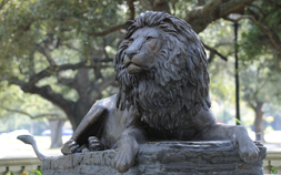 A sculpture of a regal lion outside the front entrance of Audubon Zoo.